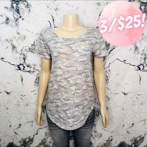 💖3/$25💖 Avon Camouflage Shirt Size Large Grey
